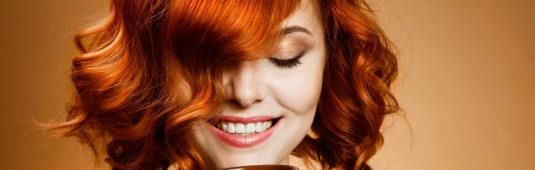 red_haired_woman_drinking_coffee-wallpaper-1280x960
