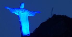 2abr2013-o-cristo-redentor-no-rio-de-janeiro-foi-iluminado-de-azul-na-noite-desta-terca-feira-2-para-marcar-o-dia-mundial-de-conscientizacao-sobre-o-autismo-1364939907921_956x500